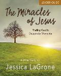The Miracles of Jesus - Women's Bible Study Leader Guide: Finding God in Desperate Moments